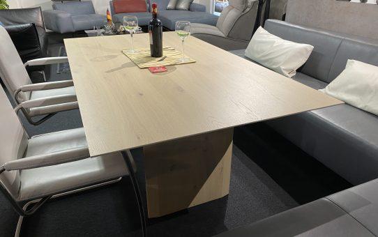 白木のダイニングテーブルで、爽やかに過ごしてみませんか?